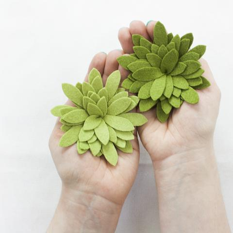 Simple Yet Impressive DIY Thanksgiving Centerpiece with felt succulents