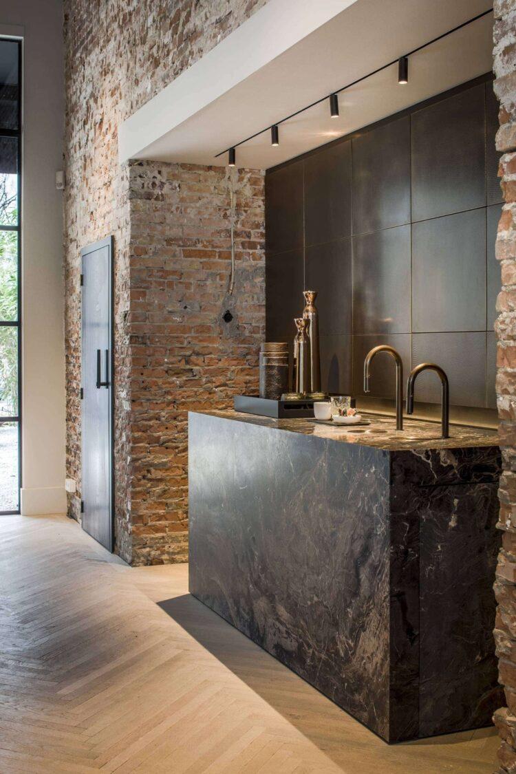 Sherwin-Williams Color of the Year 2021: Urbane Bronze metallic inspiration